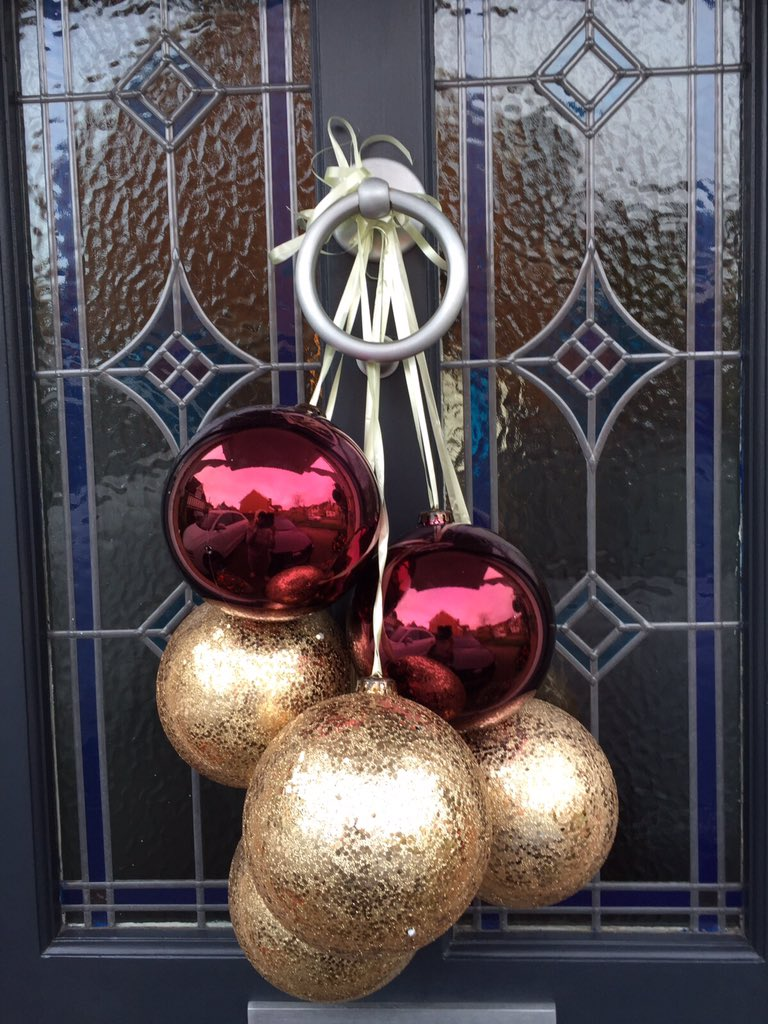 Large baubles tied in a bunch and hung from the front door always bring the festive vibes to your home decor. & 40 Stunning Christmas Baubles Decoration Ideas - Christmas ...