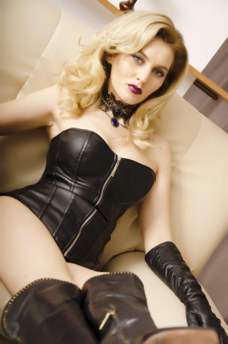 Blonde Femdom Porn - #FridayFetish on #Cam #freechat #videochat #porn #foot #worship #blonde # femdom #latex #joi https://www.xcams.com/de/chatfs/QueenCeline/?btnFree=0 …  ...
