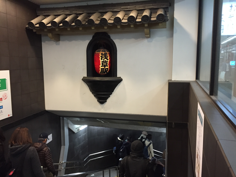 浅草駅すげえな、これ完全に洋ゲーに出てくる間違った日本じゃん https://t.co/NrATZT1Tud