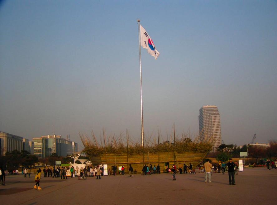 서울 여의도에 있는 50m높이의 태극기인데, 미관상 안좋아 보이나요? 이걸 서울 광화문에 걸면 안되나요? 박원순의 서울시는 대한민국이 아닌가요? https://t.co/Iv4wvy9Mnc