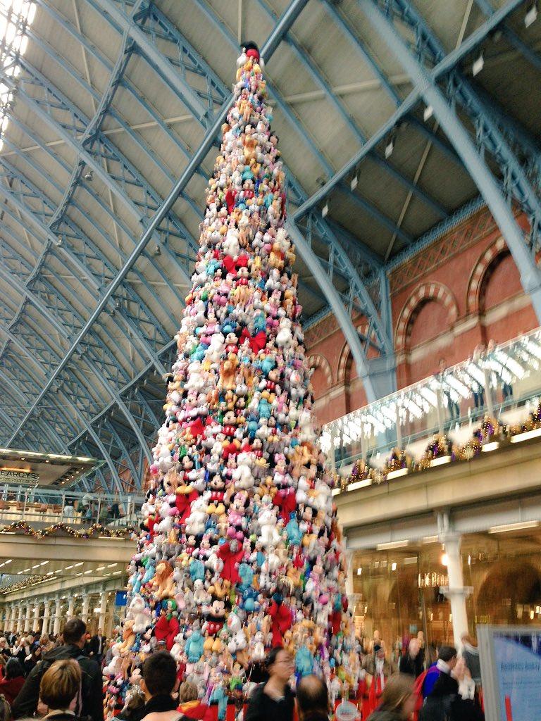 Disney Christmas Tree.Giant Disney Tree At St Pancras Splits Opinion London