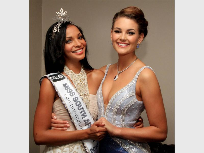 What an amazing speech by @MissWorldLtd 14 @RoleneStrauss,wishing @Official_MissSA @LieslLaurie all the best #MW2015 https://t.co/96S4YIMTy3
