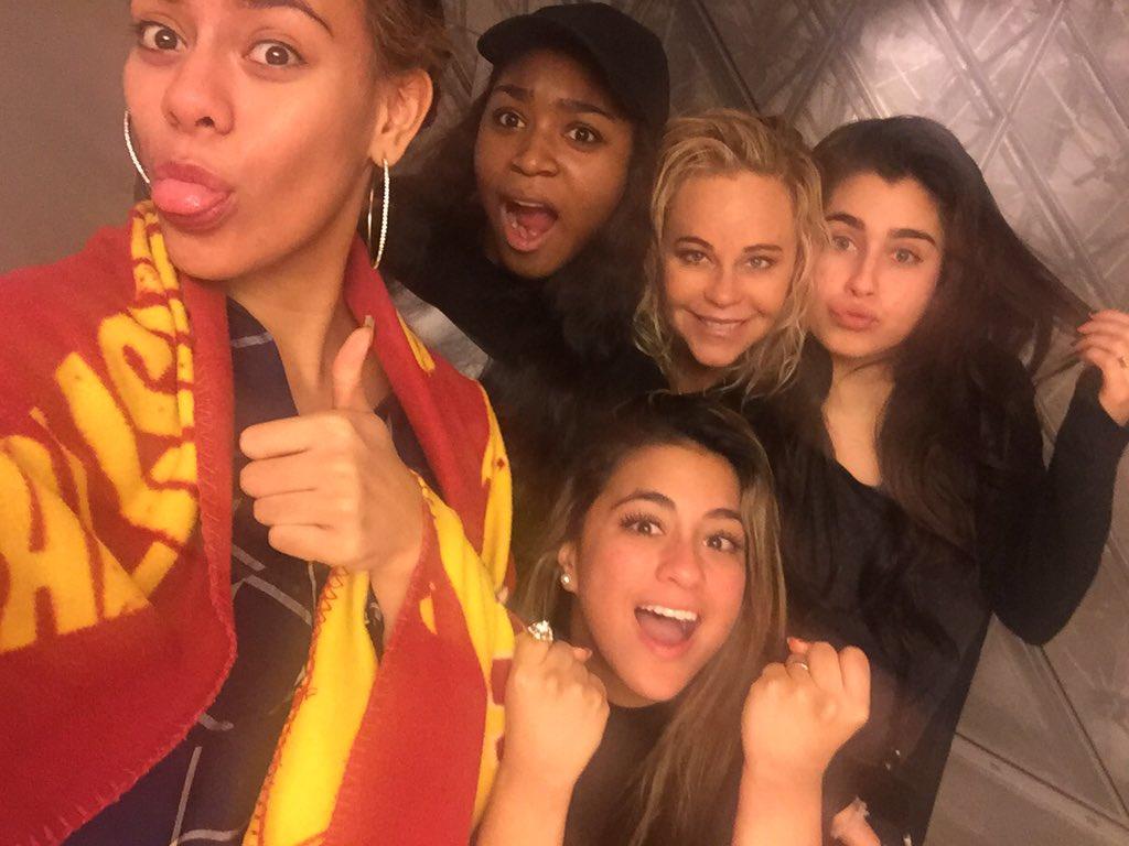 Love these girls!  @dinahjane97 @NormaniKordei @AllyBrooke @LaurenJauregui #blessed #lovemyjob #attitudeofgratitude https://t.co/B8CtXdvF1d