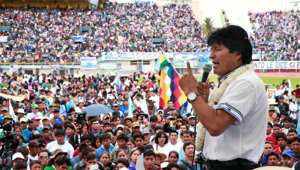 Gran concentración en #Cochabamba en respaldo a la repostulación de Evo Morales   https://t.co/h8UiKNUHb4