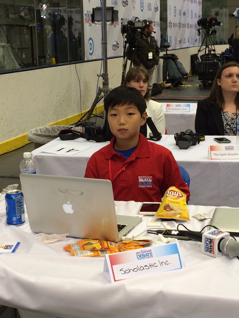 Reporter of the night -- 11 year old Stone Chen is covering tonight's #DemDebate for Scholastic News @KidsPress https://t.co/kqKQbRMfEj