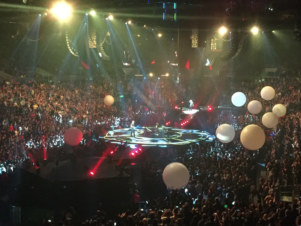 Balloons at the #Muse show @STAPLESCenter #dtla https://t.co/WnNAe1UanJ
