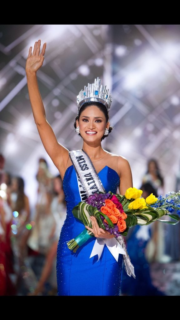 Love this photo of @PiaWurtzbach! Congratulations for winning #MissUniverse2015!