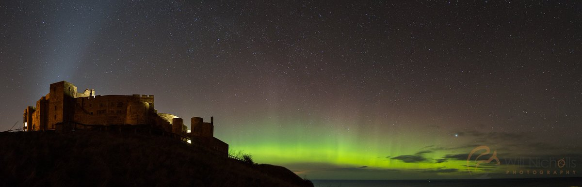 #NorthernLights Working until 6am to do this, but finally the skies cleared at Bamburgh Castle. @VirtualAstro https://t.co/lkDGp6ugf5