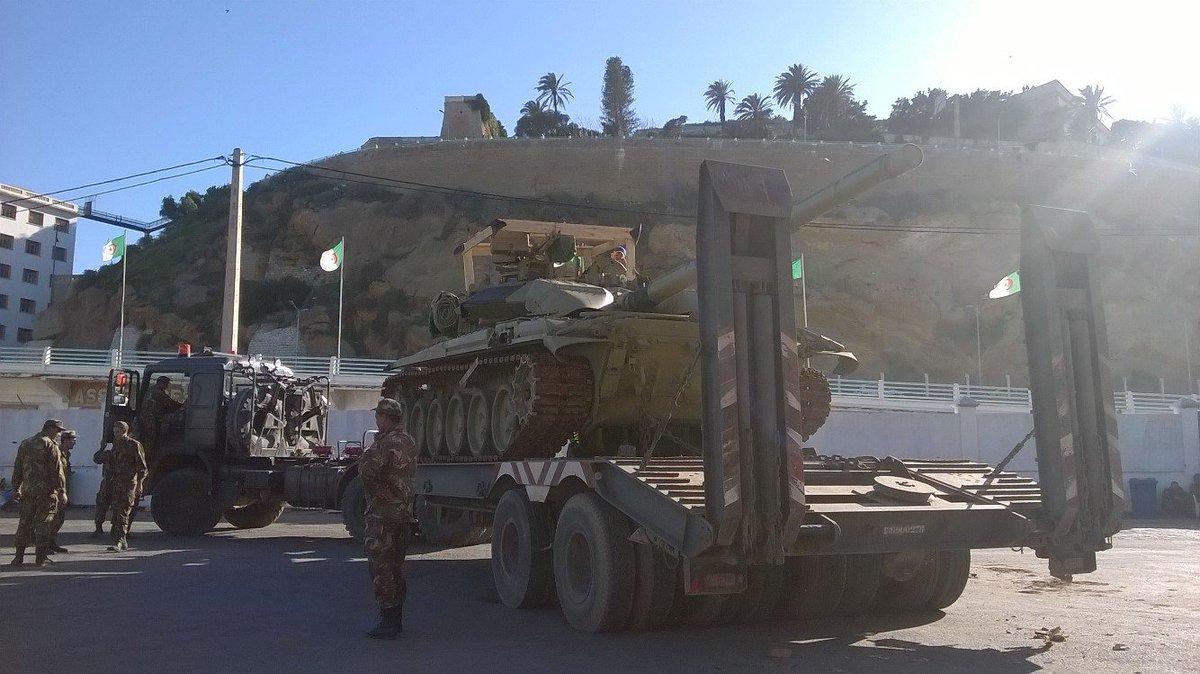 الجزائر تستلم دفعه جديده من دبابات T-90  CWvRp_bWUAEWgEM