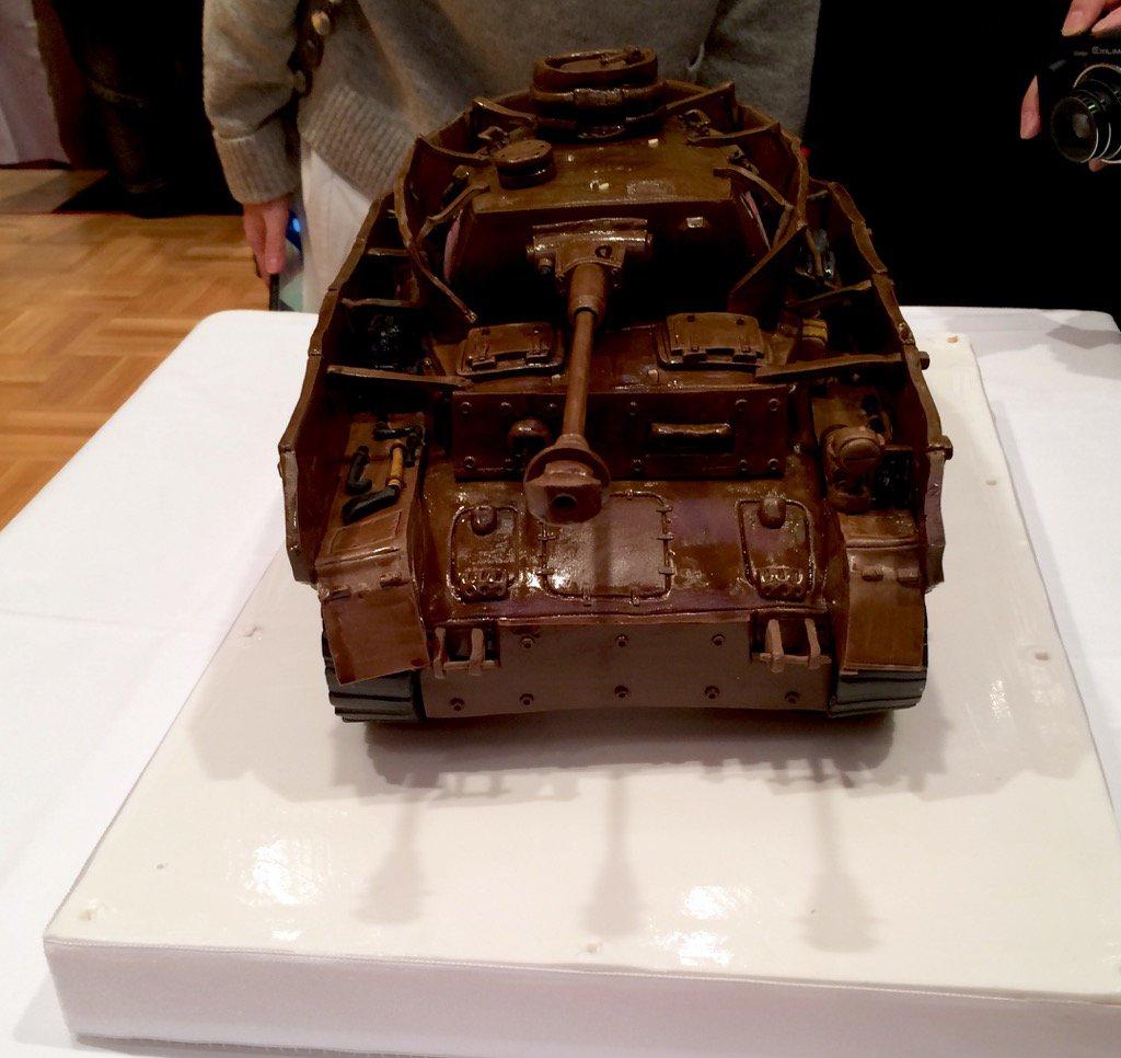 戦車ケーキ! pic.twitter.com/ujSecWp9AV