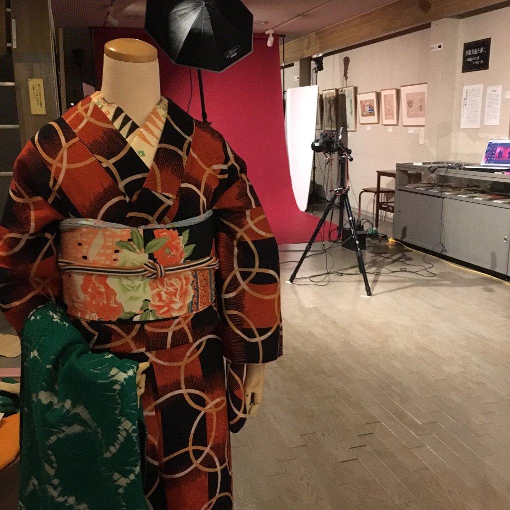 来年4月、弥生美術館では「谷崎潤一郎文学に見る着物」(仮)という展覧会が予定されています。今日はその展覧会関連の撮影をしていました。3月に弥生美術館学芸員さんと共著を出版するその撮影でした。マネキンコーデ25体、お楽しみに。 https://t.co/mBwbf7N5nq