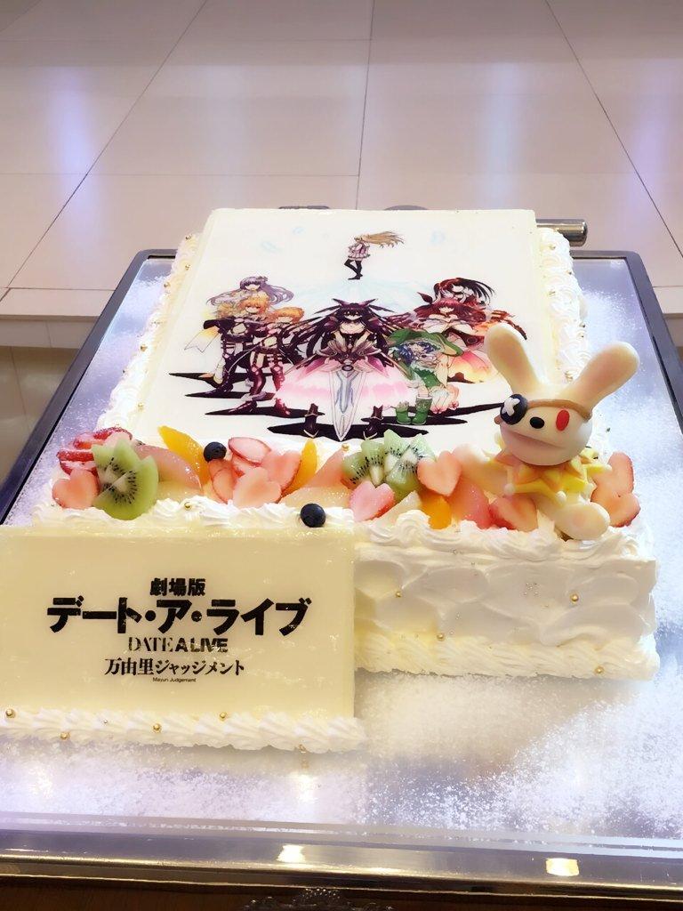 劇場版「デート・ア・ライブ」の打ち上げでした〜。よしのん人形つきのケーキ、凄い! pic.twitter.com/trHRYGLNK6