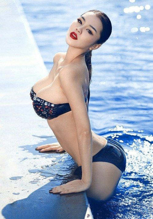 Hot asian girls boobs