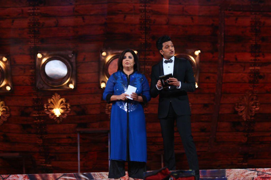 Host Farah Khan and Riteish Deshukh at #SansuiColorsStardustAwards 2016 - Image/Picture