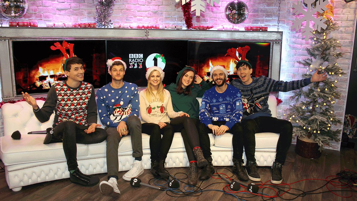 *10 MINUTE ALERT*  @danisnotonfire & @AmazingPhil's #R1Christmas Party is about to start! Get ready to press RED! https://t.co/OcNRVby8Ek