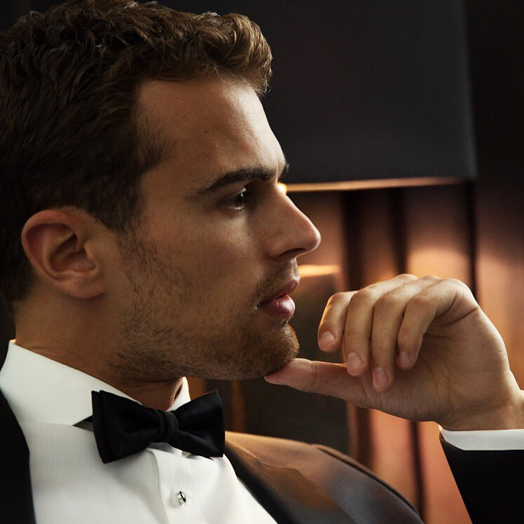 No 4: 2015 brought us Theo James as ambassador for BOSS Parfums. Theo is the face of BOSS The Scent. Great choice! https://t.co/HARPobWCE5