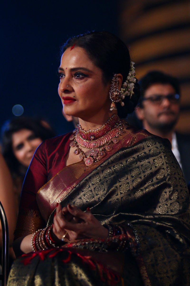 Rekha at #SansuiColorsStardustAwards Stardust Awards 2016 Image Picture