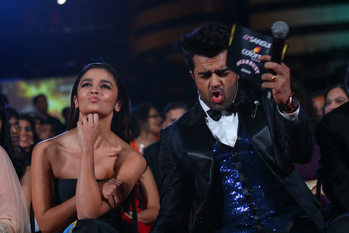 Manish Paul shares fun moment with Alia Bhatt at #SansuiColorsStardustAwards