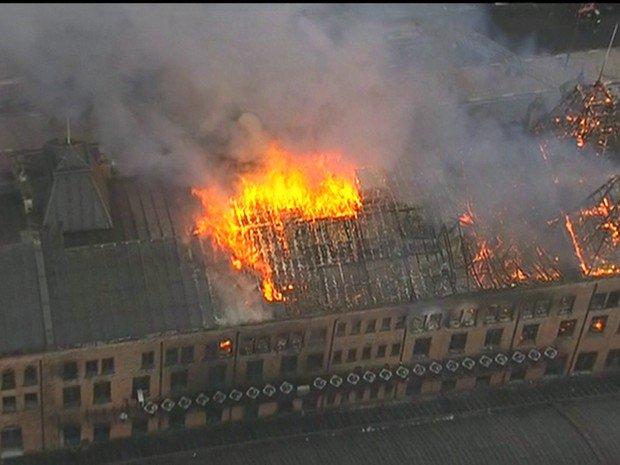 17h45 - Incêndio Museu da Língua Portuguesa Incêndio controlado em fase de rescaldo. https://t.co/1YP3v4ftNa