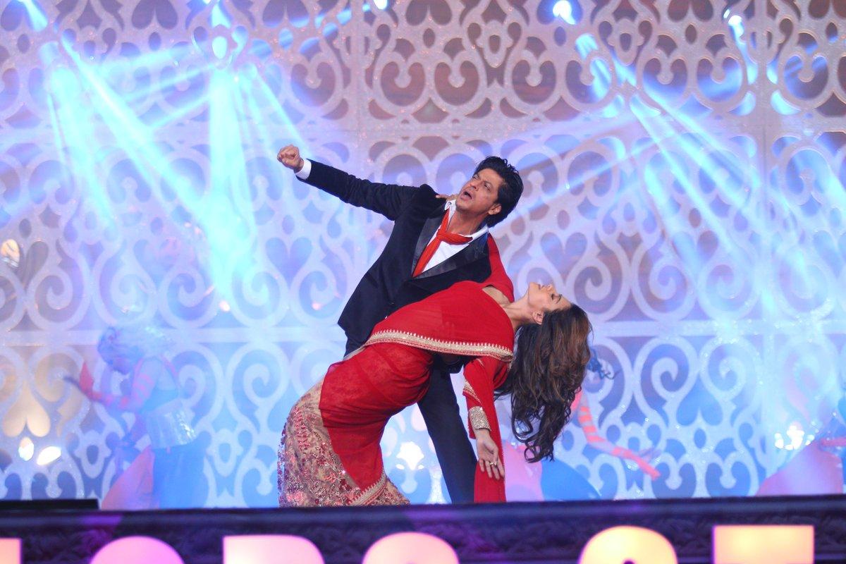 Dilwale Sharukh Khan and Kajol at #SansuiColorsStardustAwards Stardust Awards 2016 Image/Photo