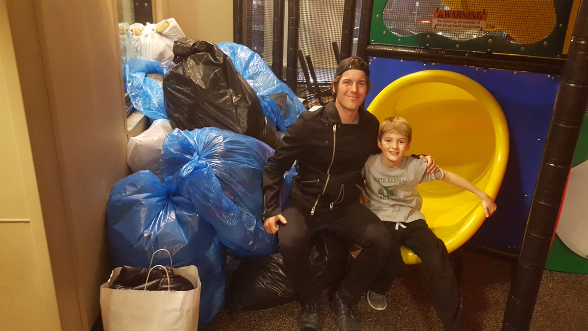 .@zackalltimelow, my cousin Nolan and about 1500 coats headed to @HelpingUp. You're all so wonderful. Thank you. https://t.co/3rHELh0xpq