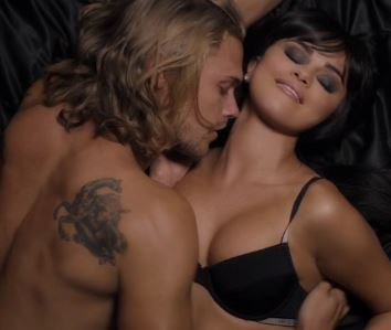 .@SelenaGomez Plays Sexy, Obsessed Stalker In #HandsToMyselfVideoTODAY -- WATCH! https://t.co/dvzYmxNtA2 https://t.co/1zRcudM1MQ