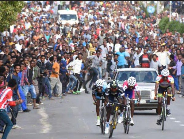 This is what cycling means to people in Eritrea. And it was a normal weekend race. Impressive! https://t.co/Q0cR057exw