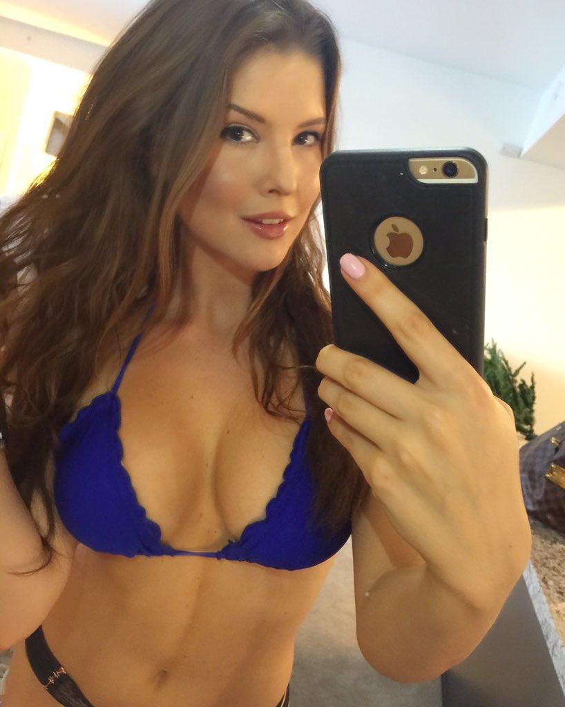 amanda cerny selfie