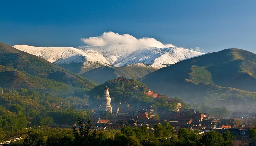 五台山。中国四大仏教名山の一つで、文殊菩薩の聖地とされている、世界遺産の霊山。(山西省)