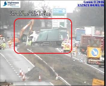 #A1M #NorthYorkshire S/B. 1 lane remains closed due to a HGV colliding with the barrier. Latest from scene https://t.co/JMbPoVWbnT