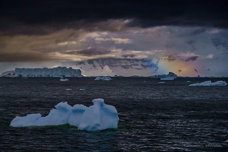 初めて見た。南極の虹。 pic.twitter.com/pVGM9IOubb