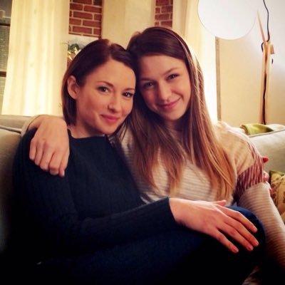 Foto van Melissa Benoist  & haar Zus  Kristina Benoist