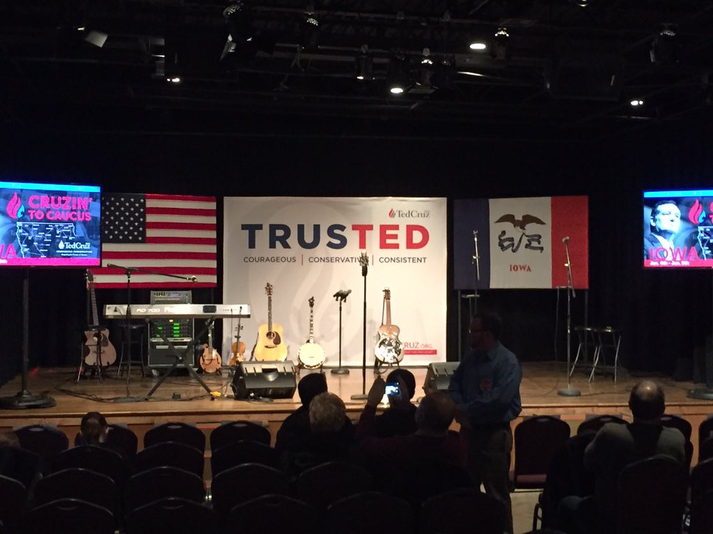 Here early for the @tedcruz rally in Winterset. #iacaucus https://t.co/3M5HgzBgwm