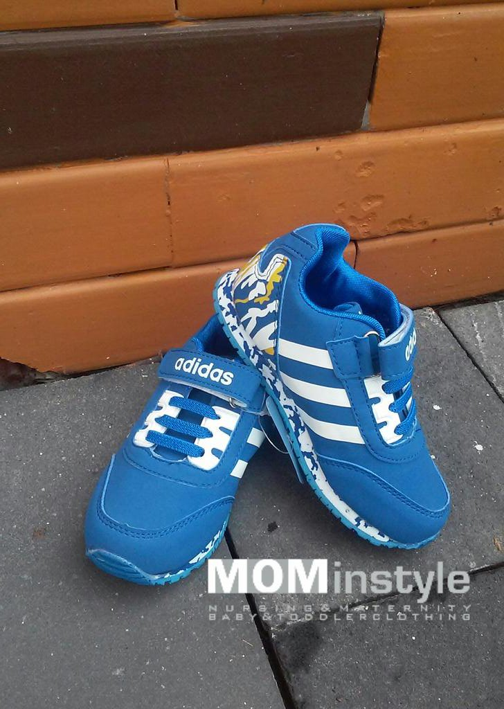 size 5 adidas trainers on mummy