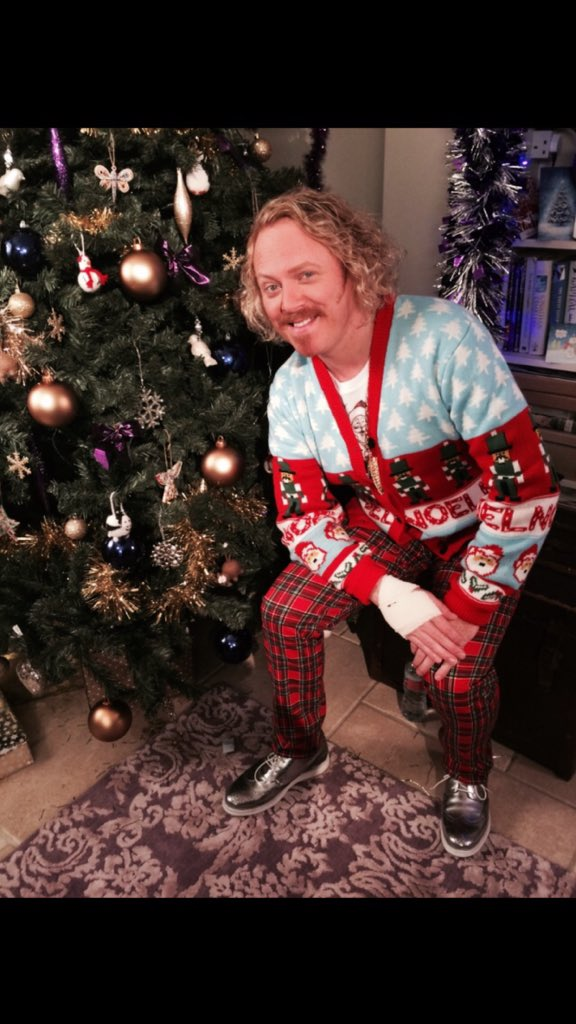 All t' best!Merry Christmas love Keith. Keyhole tonight!Then I'll see you in Feb for sketch show 2 have a great 2016 https://t.co/P8tskAkrJ8