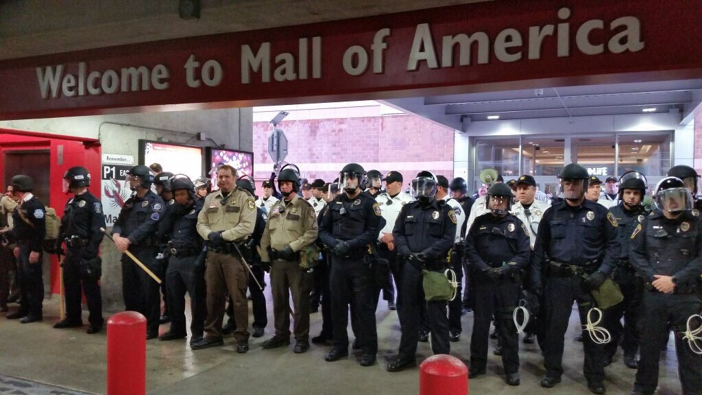 Heavily equipped police in front of the Mall of America