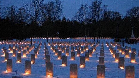 Every Christmas Eve, Dutch children place candles on the graves of the 1,355 Canadian soldiers buried at Holten. https://t.co/SoGSg8OB2W