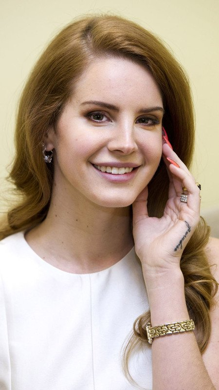 Mobile Wallpapers On Twitter Lana Del Rey With Her Fingers On Her