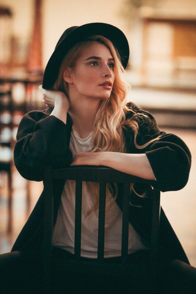 """Tatyana Tatiana-kotova  - <a href=""""/se foto mua stylist twitter @Kottova"""