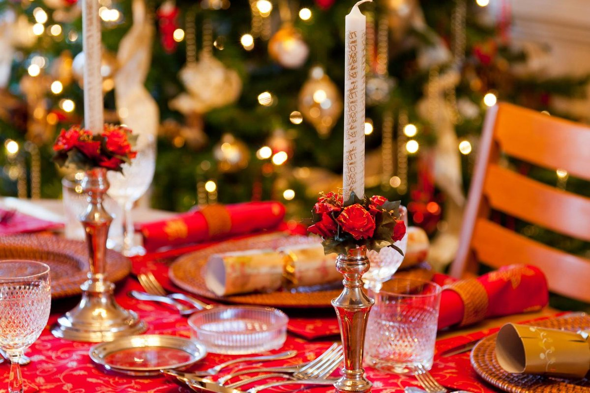 Natale e Capodanno: famiglie in Italia, single all'estero