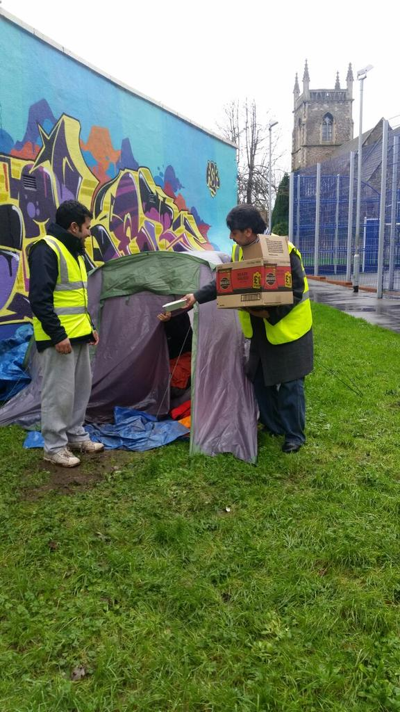 merry Christmas. #Muslims4bristol feeding the homeless. @TellMamaUK @Araikes https://t.co/xJbv1LRaw9