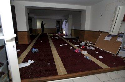 Salle de prière musulmane saccagée à Ajaccio- Corce CXGH72_WwAAUSTB