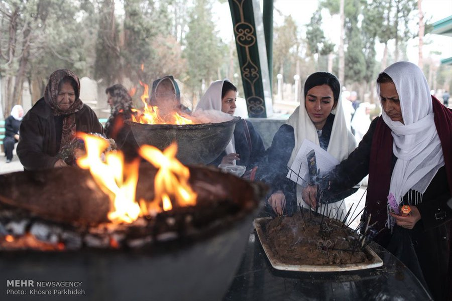 this is a photo of people eating during a zartosht no-diso holiday