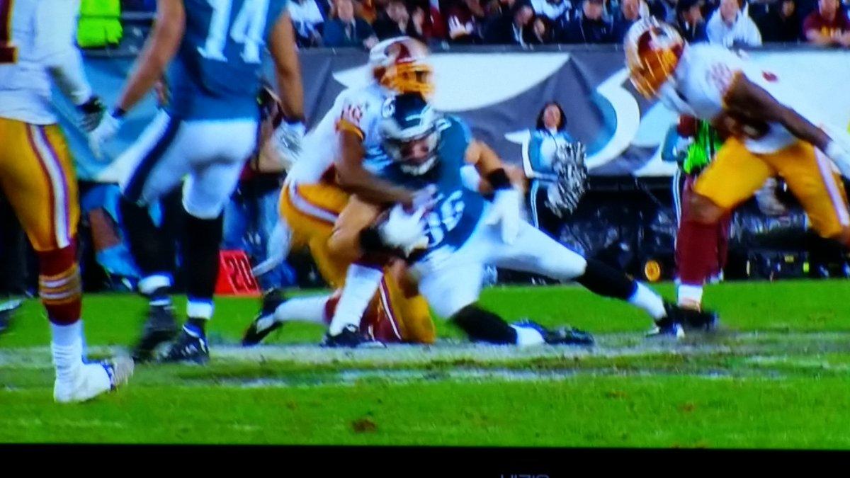 Knee appears down..ball still controlled. https://t.co/gqPfuKZG2k
