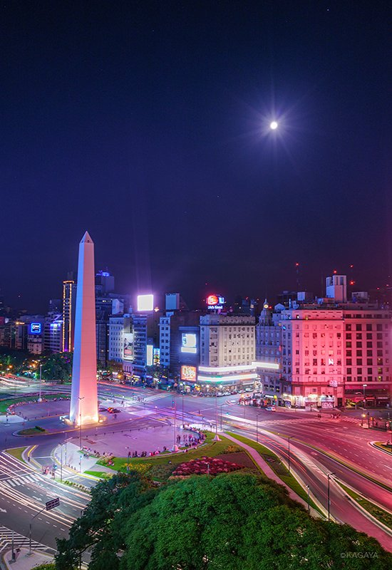 ブエノスアイレスの月。これから出発します。さらに南に。 pic.twitter.com/27LXq3KQDM