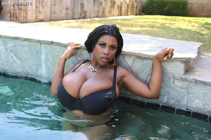 RT @clubmaseratixxx: #ClubMasi, Please rate 5 star for me on @FreeOnes https://t.co/4N2q2jYFYQ https://t