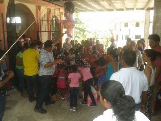 Navidad Familia Colombiana Realiza Agasajo A Niños En La Colorada