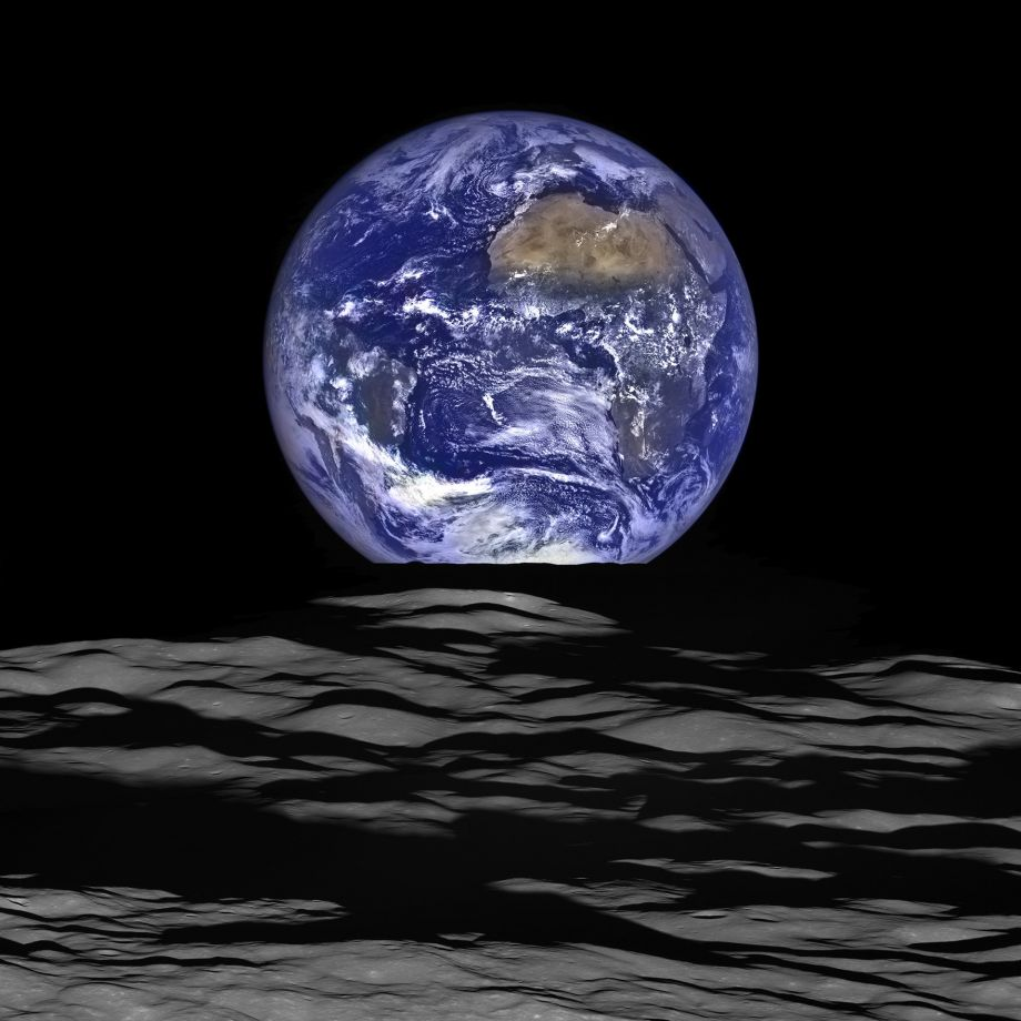 #NASA Lunar Reconnaissance Orbiter took this composite photo of Earth rise last week. Stunning! #YearInSpace