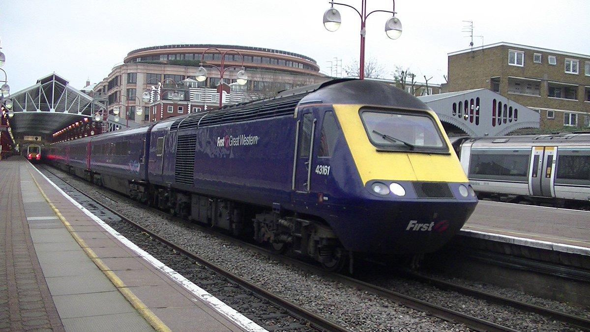 CXQYHAJW8AAhHuW - Marylebone station's anniversary
