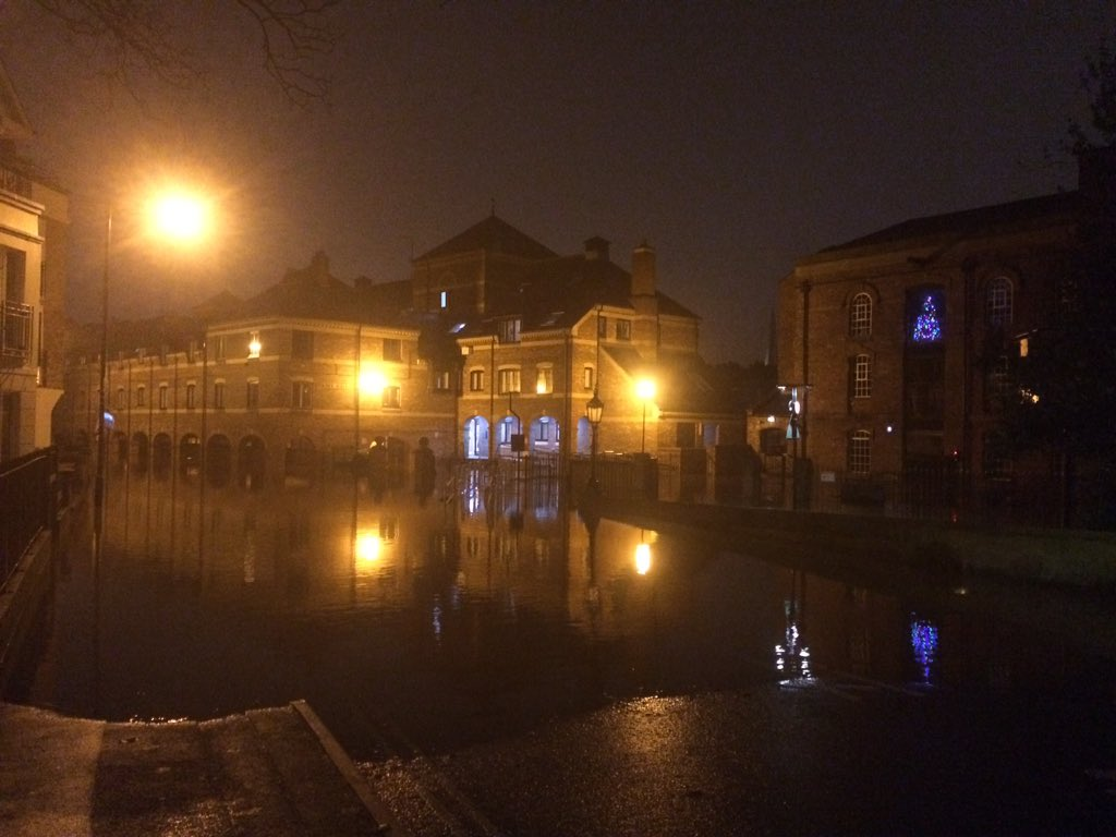 The River Ouse in York tonight. https://t.co/XK6eOzxPJj